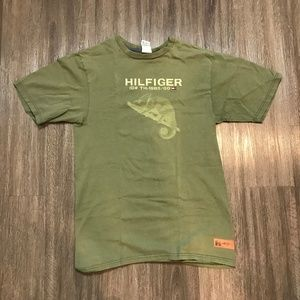 Vintage 90s Tommy Hilfiger Green Spellout T-Shirt
